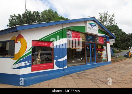 Die Wilden Horizonte Store bei Victoria Falls in Simbabwe. Tourismus Produkte werden im Laden verkauft. - Stockfoto