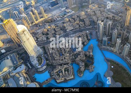 Dubai, die größte Stadt in den Vereinigten Arabischen Emiraten. Öl wurde 1966 die das beschleunigte Wachstum entdeckt. Heute nur 5% der Einnahmen aus dem Öl. - Stockfoto