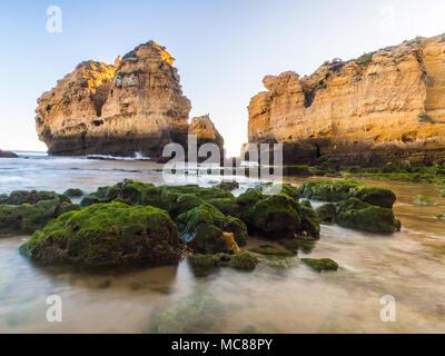 Praia de Sao Rafael (Sao Rafael Strand) in der Region der Algarve, Portugal. - Stockfoto