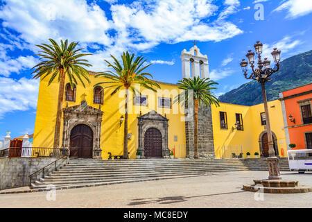 Garachico, Teneriffa, Kanarische Inseln, Spanien: San Francisco Kloster Exterieur und Hauptplatz in Garachico Stadt - Stockfoto