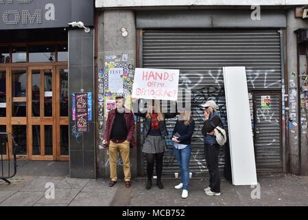 Camden Town, London, UK. 15. April 2018. Start der Kampagne zur Volksabstimmung über die endgültige Brexit deal ist in Camden Town, London Quelle: Matthew Chattle/Alamy Leben Nachrichten gehalten Stockfoto