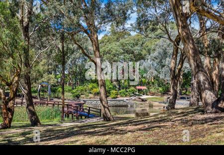 Boardwalk und Föderation arch bei Orange der Botanische Garten, das Central West New South Wales, Australien - Stockfoto