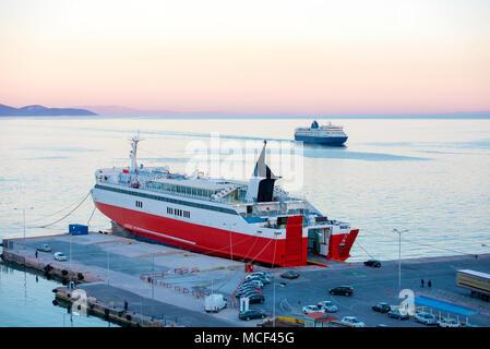 Anzeigen der Port Terminal Dock und Autofähren in Rafina, Attika, Griechenland. - Stockfoto