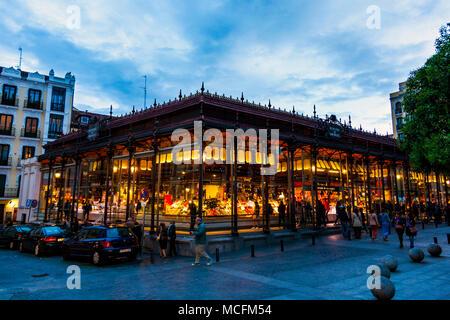 Außenseite der historischen Markt von San Miguel in Madrid, Spanien - Stockfoto