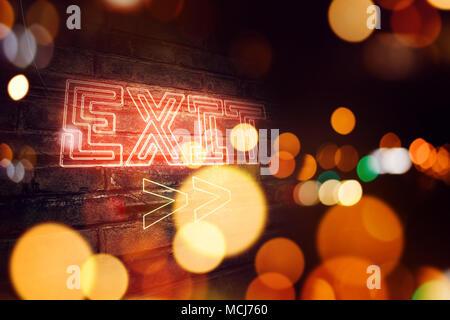 Ausfahrt Leuchtreklame auf Mauer, konzeptionelle 3D-rendering Bild montiert - Stockfoto