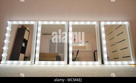 Spiegel Make Up : Make up spiegel im zimmer und leuchten spiegel einschalten