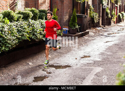 Läufer joggen in Street, Pioneer Square, Seattle, Washington State, USA - Stockfoto