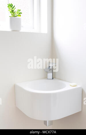 moderne garderobe stockfoto bild 92154500 alamy. Black Bedroom Furniture Sets. Home Design Ideas