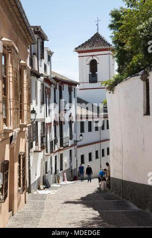 Schmale Straße von Cuesta de San Gregorio in der Albaicin, Granada, Andalusien, Spanien, Europa - Stockfoto