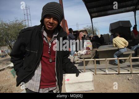 Migrantes Hondureños Durante su Paso por Hermosillo con rumbo al Norte se reúnen en un-comedor Eine punto de Medio dÃ-a. . Personal/nortephoto.com,CREDI
