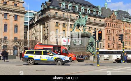 schweden stockholm gustav adolfs platz die reiterstatue von gustav ii und die kungliga opera. Black Bedroom Furniture Sets. Home Design Ideas
