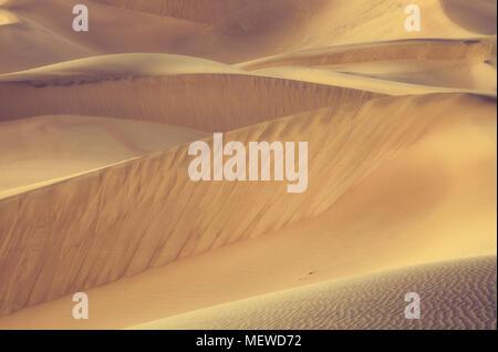 Mesquite flachen Sand Dünen, Death Valley National Park, California, United States. - Stockfoto