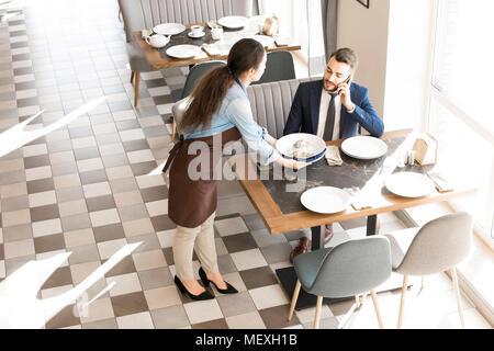 In Business Lunch im Restaurant - Stockfoto