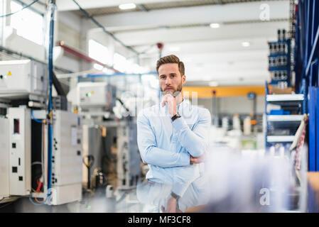Junge Unternehmer in der Factory - Stockfoto