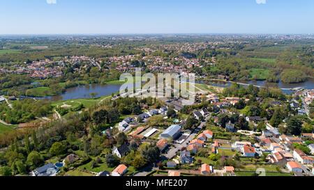 Luftaufnahme der Loiry Park und die Sevre Nantaise Fluss in Nantes, Loire Atlantique, Frankreich - Stockfoto