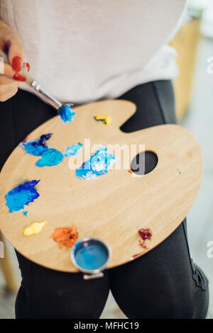 Mix Farbe Ölgemälde auf Holz- palette closeup - Stockfoto