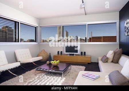 Modernes Wohnzimmer Mit Mies Van Der Rohe Barcelona Sessel Und Isamu