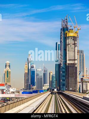 Wolkenkratzer in der Innenstadt von Dubai, Vereinigte Arabische Emirate - Stockfoto