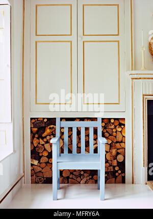 Das Wohnzimmer in ein modernes Blockhaus in den Bergen Stockfoto ...
