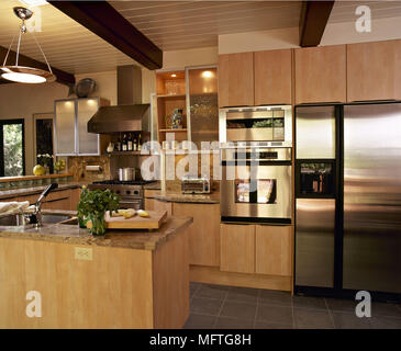 Moderne Küche Holz decke Holz Einheiten Edelstahl Dunstabzugshaube ...