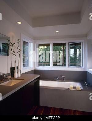 Eine Moderne, Minimalistische Badezimmer Eingelassene Badewanne Waschbecken  In Einheit Inneneinrichtung Badezimmer Set Waschbecken Bäder Tiefen
