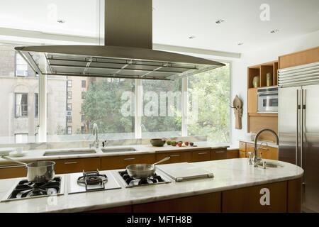 Insel-Einheit mit Gasherd Granit-Arbeitsplatte in der Küche Dining ...