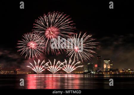 2018 Donner über Louisville Feuerwerk in Louisville, Kentucky - Stockfoto