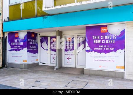 Eine geschlossene Argos Katalog Shop, die in gemeinsame Räumlichkeiten mit einem Sainsbury's Supermarkt bewegt hat. - Stockfoto