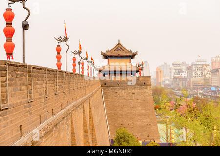 Xian Stadtmauer. Befestigungen von Xi'An und Xi'an Stadtmauer. UNESCO-Welterbe - Stockfoto