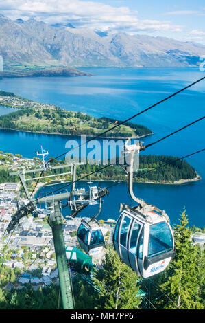 Queenstown, Südinsel Neuseeland Luftbild der Skyline Gondola Innenstadt Queenstown Stadtzentrum Lake Wakatipu und die Remarkables - Stockfoto