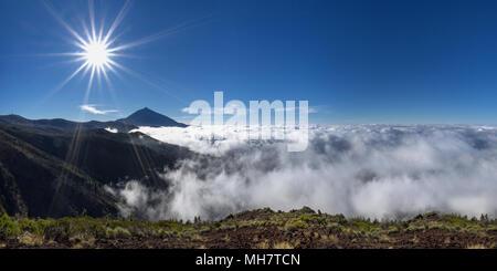 Mystische Meer der Wolken auf den Teide - Stockfoto