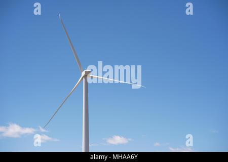 Windenergieanlage in ländlichen Wyoming Erzeugung sauberer Energie. - Stockfoto
