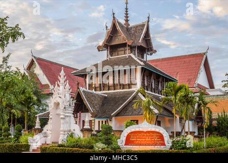 Bau des buddhistischen Manuskript-Bibliothek und Museum im Wat Chedi Luang, Chiang Mai, Thailand - Stockfoto