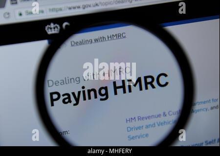 Die Zahlstelle HMRC Abschnitt des HM Revenue & Zoll Website durch ein Vergrößerungsglas gesehen - Stockfoto