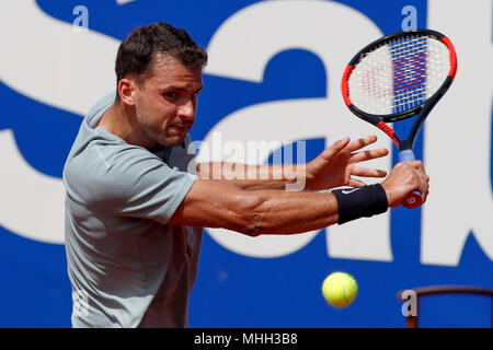 Real Club de Tennis, Barcelona, Spanien. 25 Apr, 2018. Banc Sabadell Barcelona Open Tennis Turnier; Grigor Dimitrov kehrt auf Gilles Simon Credit: Aktion plus Sport/Alamy leben Nachrichten - Stockfoto