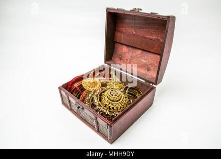 Schmuck box auf weißem Hintergrund. - Stockfoto