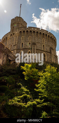 Runder Turm, der Bergfried, Schloss Windsor, Windsor, Berkshire, England, UK, GB. - Stockfoto