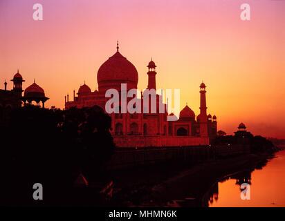 Agra, Indien, Taj Mahal bei Sonnenuntergang, Yamuna Fluss - Stockfoto