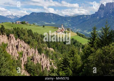Blick auf Mittelberg vom Piramidi Di Terra, Ritten, Italien - Stockfoto