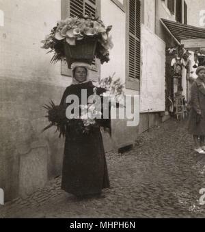 Blume Verkäufer in Funchal, Madeira. Datum: ca. 1930 s - Stockfoto