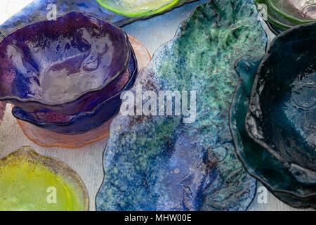 Dekorative Blaue Glasplatte · Dekoratives Glas Teller Oder Geschirr Von  Blau, Grün Und Violett Farben Und Einem Blauen Servierplatte