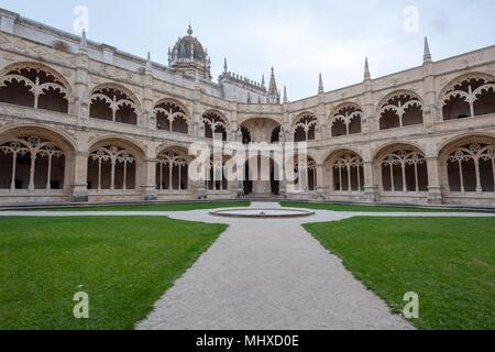 Lissabon, Portugal - 21 November, 2013: Kloster Jeronimos Fassade mit Architektur und Skulptur details. - Stockfoto