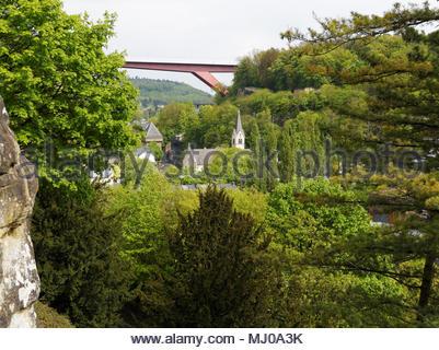 Blick Richtung Pfaffenthal und Brücke der Großherzogin Charlotte, Luxemburg Stadt - Stockfoto