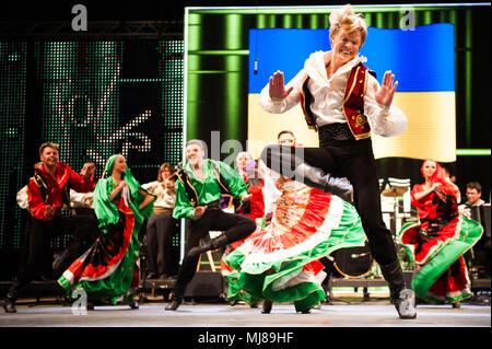 Tschaika, ukrainische Volksmusik und Tanz Ensemble aus Odessa, Ukraine, auch bei den 25. Internationalen Folkart CIOFF Folklore Festival, Folklore sub-Festival der Festivals verliehen, eine der größten Festivals in Europa. Folkart, Festival Lent, Maribor, Slowenien, 2013. - Stockfoto