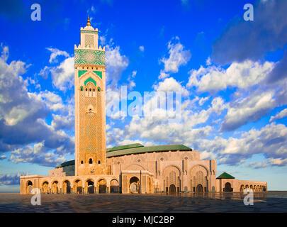 Die Hassan-II.-Moschee, Casablanca, Marokko: Am frühen Morgen Blick auf die größte Moschee des Landes und die drittgrößte in der Welt nach dem Grand - Stockfoto