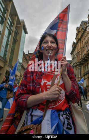 Glasgow, UK. 5 Mai, 2018. Tausende von Demonstranten nehmen an den jährlichen Alle unter einem Banner Veranstaltung zur Unterstützung der schottischen Unabhängigkeit durch marschiert durch die Stadt. Credit: Steven Scott Taylor/Alamy leben Nachrichten - Stockfoto