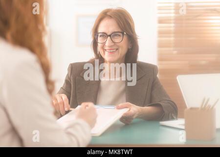 Gerne persönliche Trainer Präsentation Beratung Dienstleistungen für Mitarbeiter - Stockfoto