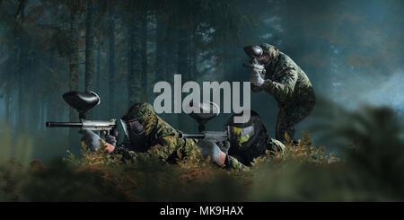 Paintball Team Dreharbeiten im Wald kämpfen. Extreme Sport Spiel, Spieler in Schutz Masken und Camouflage liegt auf dem Boden und hält in den Händen - Stockfoto