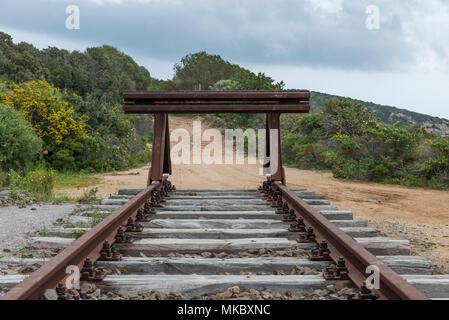 Puffer am Ende der Eisenbahn von Olbia nach Golfo Aranchi - Stockfoto