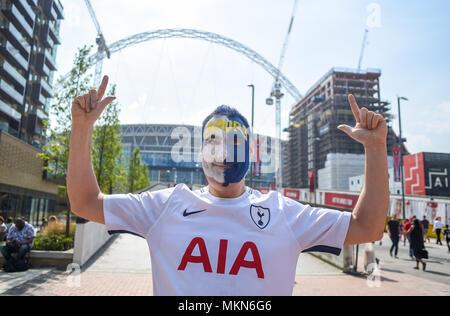 Tottenham Hotspur, Sporne Fußball-Fan mit seinem Gesicht auf dem Weg nach Wembley, England Großbritannien UK lackiert - Stockfoto